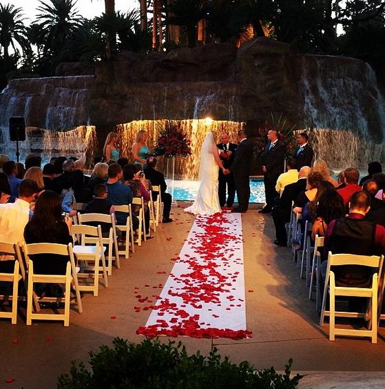 Ultimate vegas wedding venue guide mirage little vegas for Las vegas strip wedding venues